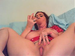 camwhore plays with dildo