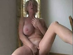 Naturally busty MILF wanks
